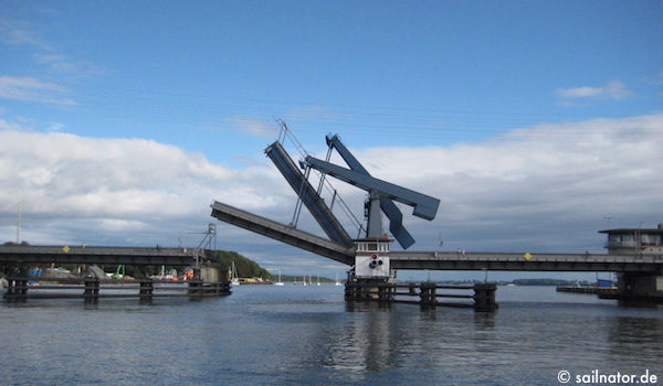 Die Ziegelgrabenbrücke  öffnet sich