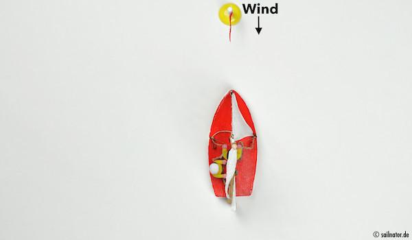 … in den Wind schießen und Fahrt aus dem Boot nehmen …