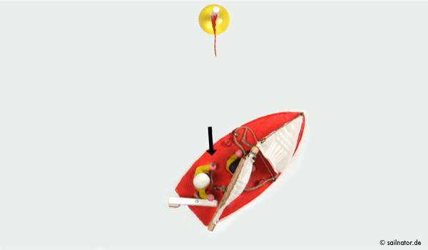 Er drückt die Pinne von sich weg und begibt sich in die Mitte des Bootes mit dem Gesicht nach vorne.
